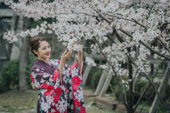 bao-anh-mac-kimono-khoe-sac-duoi-hoa-anh-dao-o-nhat-ban-3