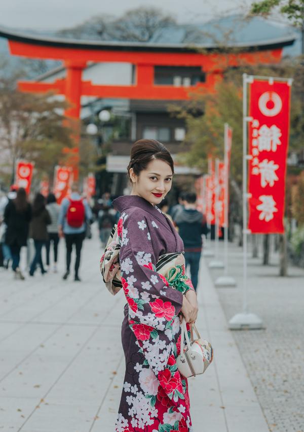 bao-anh-mac-kimono-khoe-sac-duoi-hoa-anh-dao-o-nhat-ban-6