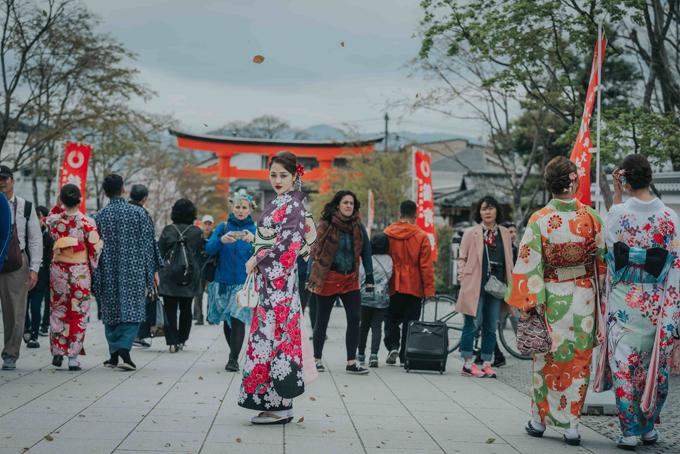 bao-anh-mac-kimono-khoe-sac-duoi-hoa-anh-dao-o-nhat-ban-7