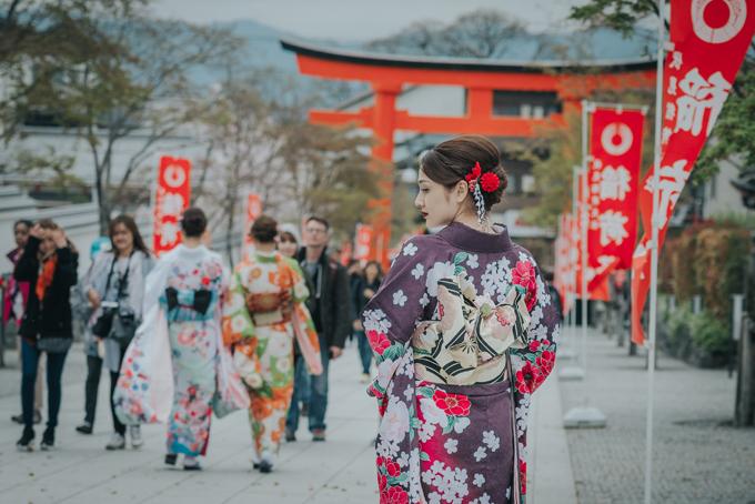 bao-anh-mac-kimono-khoe-sac-duoi-hoa-anh-dao-o-nhat-ban-8