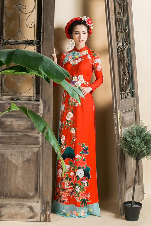 [Caption]Hiện nay, tuy các mẫu áo dài cưới đã trở nên đa dạng hơn về màu sắc nhưng gam đỏ truyền thống vẫn được các cô dâu ưa chuộng hơn cả.