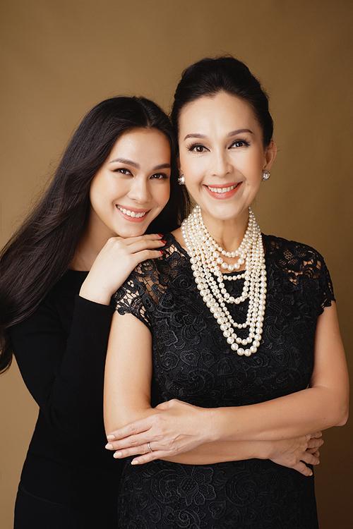 Diễn viên Diễm My và con gái lớn.