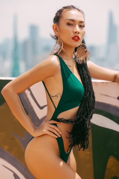 gai-mot-con-dieu-huyen-khoe-4-hinh-xam-tren-co-the-khi-mac-bikini-8