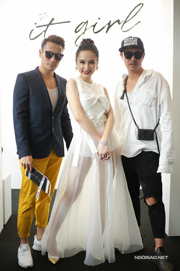 angela-phuong-trinh-dien-vay-xuyen-thau-khoe-sac-ben-dan-sao-3