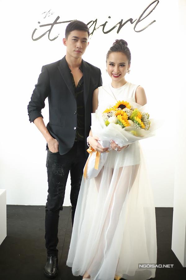 angela-phuong-trinh-dien-vay-xuyen-thau-khoe-sac-ben-dan-sao-2