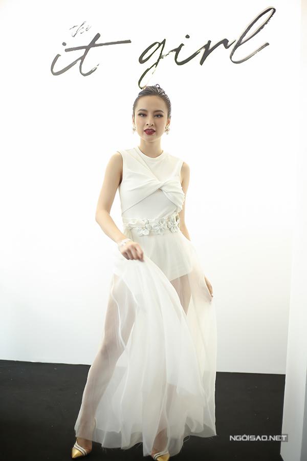 angela-phuong-trinh-dien-vay-xuyen-thau-khoe-sac-ben-dan-sao-1