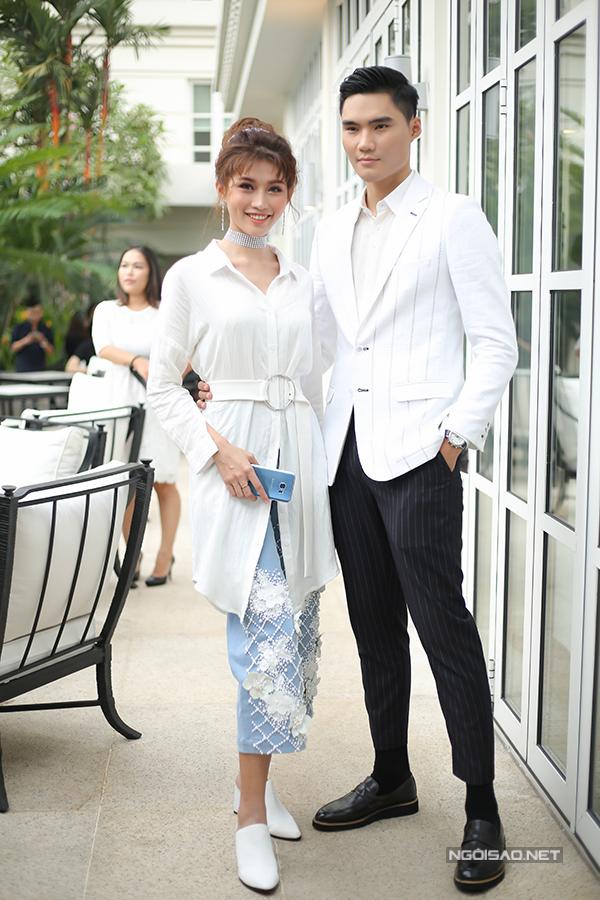 angela-phuong-trinh-dien-vay-xuyen-thau-khoe-sac-ben-dan-sao-10