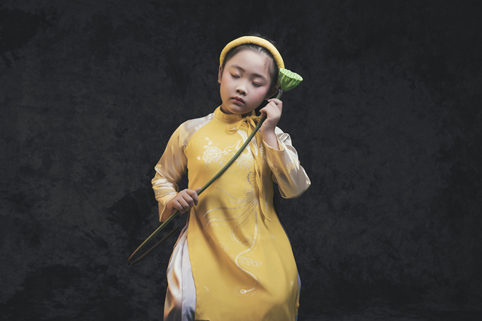 mau-nhi-duyen-dang-voi-ao-dai-mua-ha-1