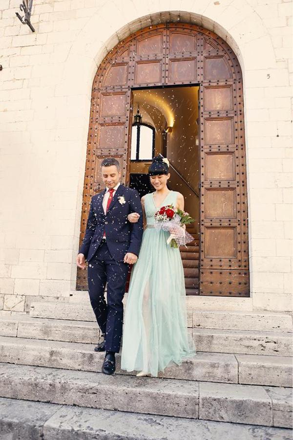 Kha Mỹ Vân duyên dáng trong mẫu váy thướt tha bên chồng sắp cưới.