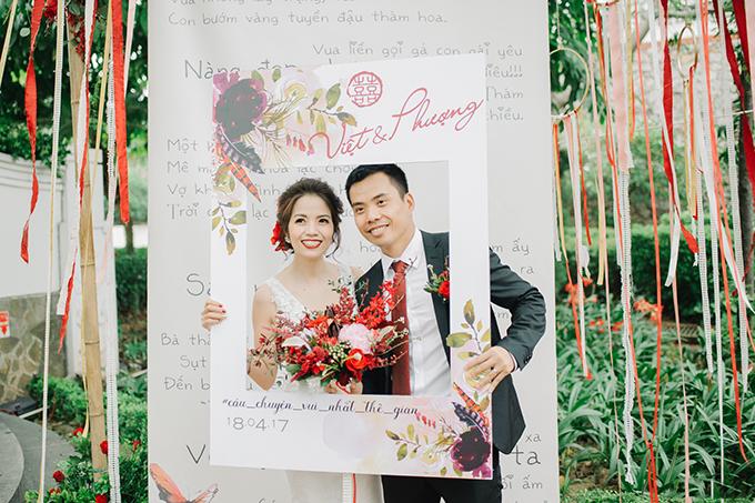 Đám cưới vườn tone đỏ Burgundy ấn tượng của cặp doanh nhân Hà thành