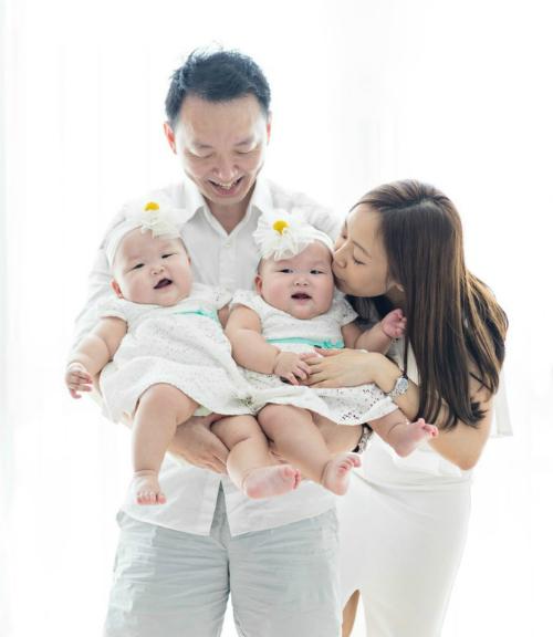 Hành trình trở thành 'ngôi sao mạng' của cặp song sinh hiếm gặp