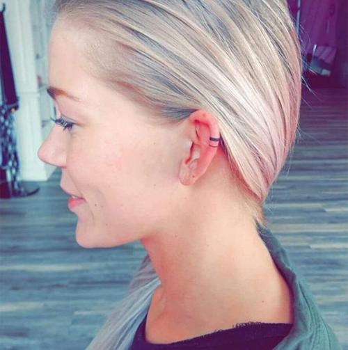 Hình xăm tròn có thể thay thế cho khuyên vành tai.