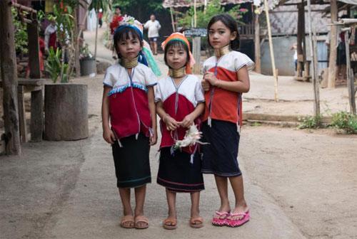 bo-toc-thai-lan-deo-vong-nhu-huou-cao-co-de-lam-dep-5