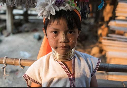 bo-toc-thai-lan-deo-vong-nhu-huou-cao-co-de-lam-dep-3