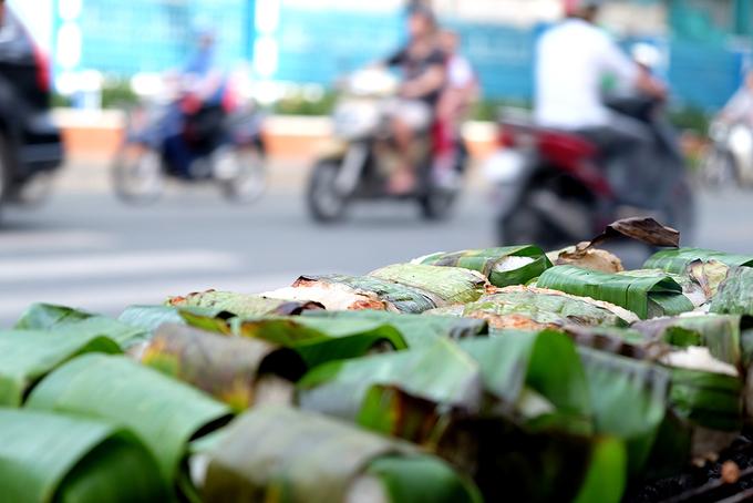 Chuối nướng nước cốt dừa - món ăn vỉa hè Sài Gòn đẳng cấp thế giới