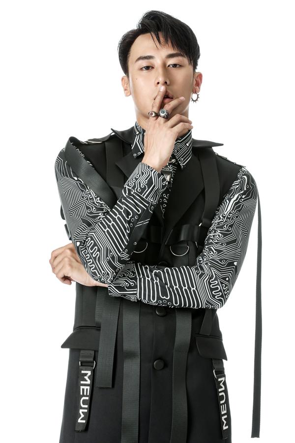 rocker-nguyen-dien-ao-luoi-khoe-ve-nam-tinh-6