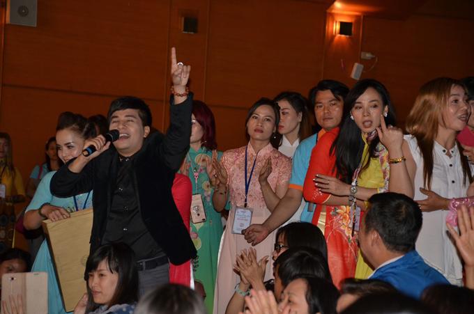 khan-gia-viet-o-dai-loan-den-xem-show-cua-duong-dinh-tri-dong-nghit-6