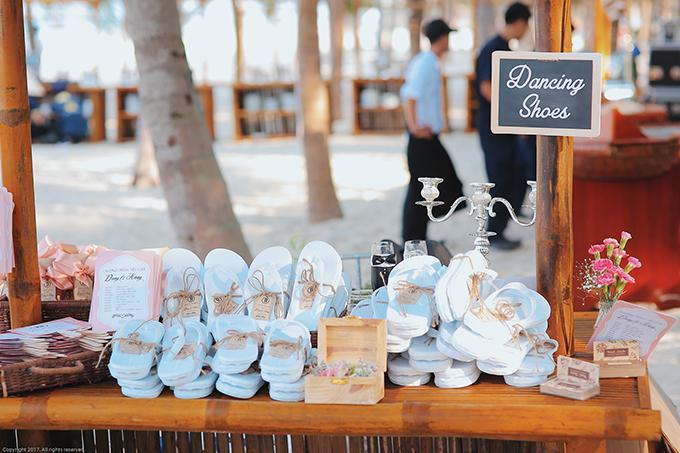Ê-kíp gần 70 người ở Hà Nội đã di chuyển vào Đà Nẵng với khối lượng công việc khá lớn, trong đó, wedding planner đã bay vào trước gần 1 tháng để lên ý tưởng, khảo sát địa điểm và hơn 3 ngày để hiện thực hoá bản vẽ.