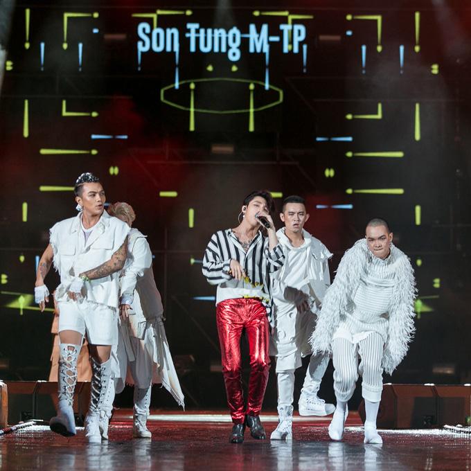 bi-rain-om-son-tung-m-tp-chuc-mung-sau-man-bieu-dien-o-thai-lan-4