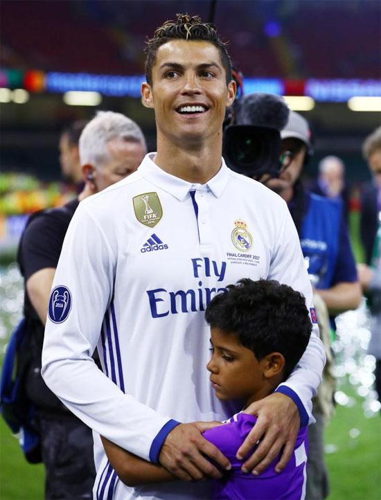 Thân thế của cậu nhóc Cristianinho vẫn là bí ẩn
