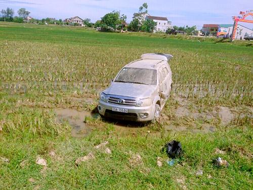 xe-canh-sat-bi-fortuner-chen-lat-nghieng-sau-cuoc-truy-duoi-30km-2