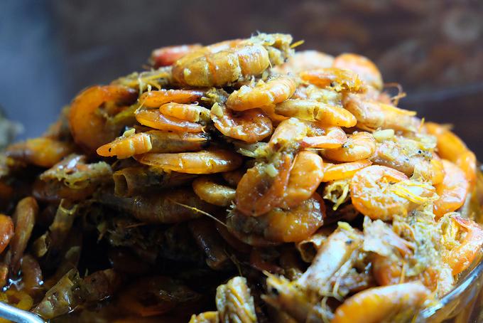 Cá nục kho cay ăn với cháo trắng - món ngon bình dân ở Đà Nẵng