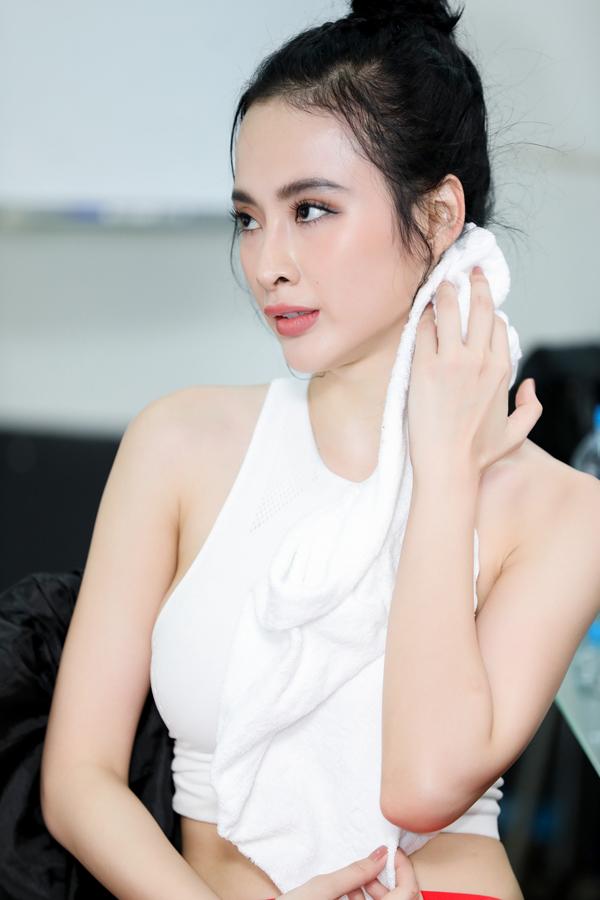 angela-phuong-trinh-huu-vi-quan-quyt-trong-phong-tap-nhay-5