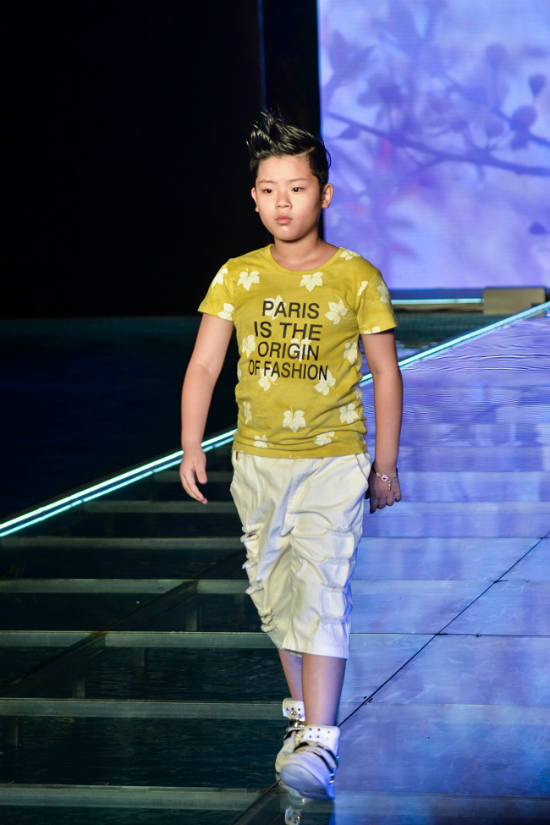 3 nhóc tì nhà MC Phan Anh catwalk áo dài - ảnh 7
