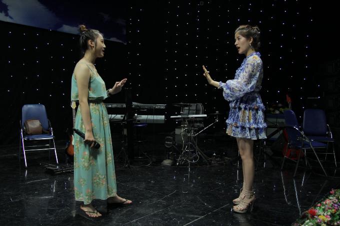Hoa hậu Hoàng Thủy làm huấn luyện viên chuyên môn tại cuộc thi hát