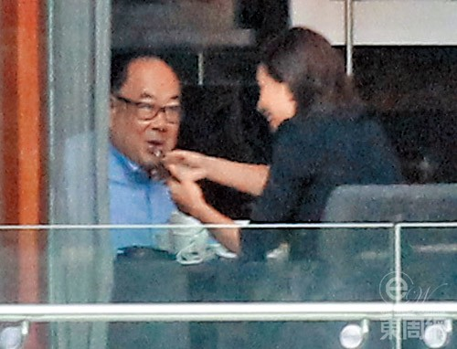Á hậu Hong Kong 2004 hẹn hò bạn trai trung niên