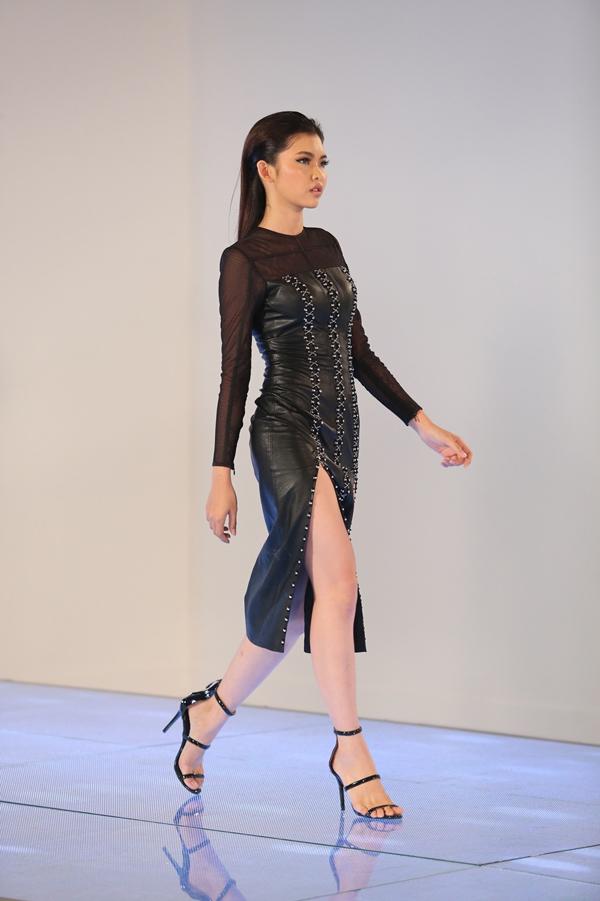 minh-tu-lan-khue-thi-nhau-la-het-khi-chi-dao-catwalk-12