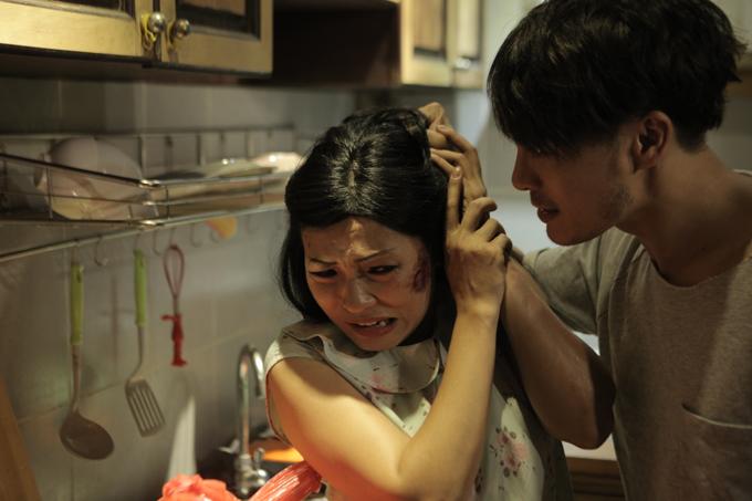 Phương Thanh bị đánh đập dã man trong phim về bạo hành phụ nữ