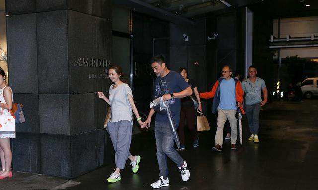 Vợ chồng Hoa hậu Hong Kong hạnh phúc dù 19 năm không sinh con