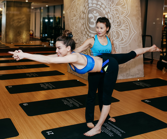 ho-ngoc-ha-va-me-khoe-ve-deo-dai-khi-cung-tap-yoga-6