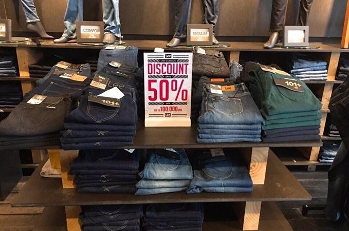 Với những cô nàng thích diện jeans, Lee ưu đãi mua 3 món với giá một món ngày thường