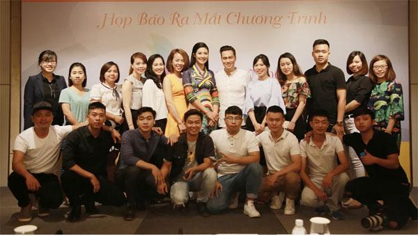 Chương trình Vẻ đẹp phụ nữ Á Đông - Hành trình đi tìm khái niệm về vẻ đẹp người phụ nữ sẽ phát sóng từ ngày 30/6, trên kênh VTV3, Đài Truyền hình Việt Nam, vào 9h, thứ 6, thứ 7, Chủ nhật hàng tuần, với thời lượng phát sóng 5 phút một tập (phát sóng liên tục trong vòng một năm).