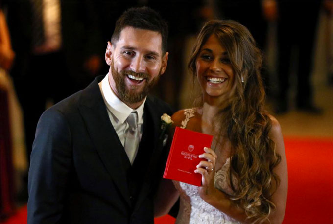 messi-hon-co-dau-long-lay-truoc-rung-khach-vip-2