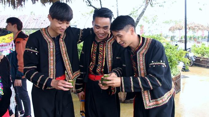 thuong-thuc-hang-tram-mon-an-tay-bac-tren-dinh-fansipan-6