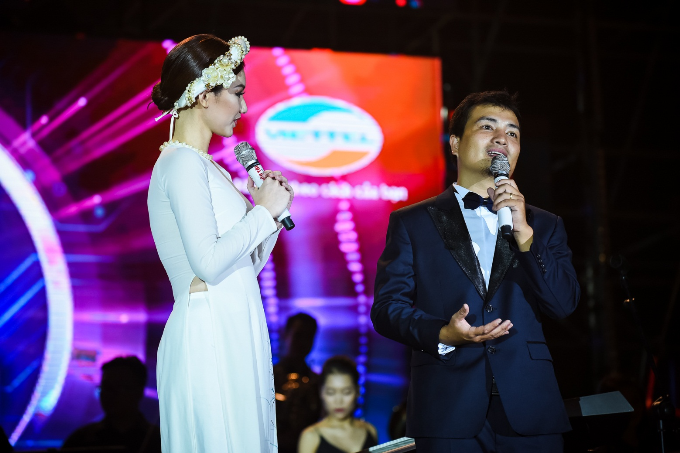 Sơn Tùng M-TP mời Phó tổng giám đốc Viettel song ca - ảnh 12