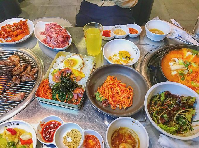 Quán thịt nướng không ngừng hot nhờ Song Joong Ki - Song Hye Kyo - ảnh 11
