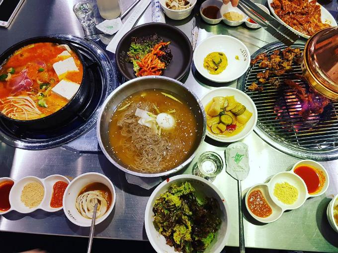 Quán thịt nướng không ngừng hot nhờ Song Joong Ki - Song Hye Kyo - ảnh 6