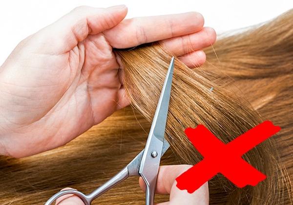 1. Cắt tóc liên tục để tóc dài nhanh Nhiều người nghĩ rằng thường xuyên cắt tóc sẽ khiến tóc mọc nhanh hơn nhưng điều này không đúng. Tóc mọc từ chân, việc bạn cắt ngọn tóc chẳng ảnh hưởng gì đến việc mọc tóc. Để tóc mọc nhanh, bạn cần bổ sung đầy đủ dinh dưỡng.