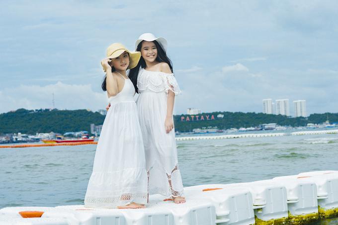 Bộ ảnh được thực hiện với sự hỗ trợ của nhiếp ảnh Yết Bàng, Duy Khánh, trang điểm Huy Nguyễn, stylist Phương Phương, trang phục Vương Khang, trợ lý Hạnh Nguyên, video Tấn Duy.