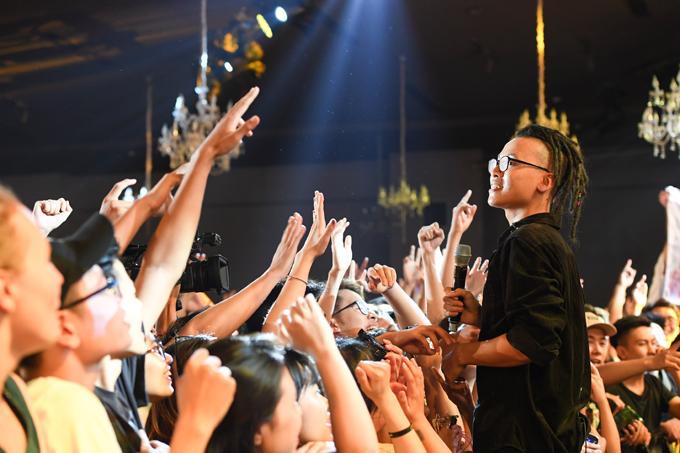 Da LAB tưởng nhớ ca sĩ chính của Linkin Park trong liveshow - Ảnh minh hoạ 3