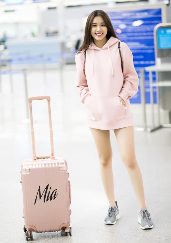 Ngọc Trinh mặc quần ống thấp ống cao ra sân bay - Ảnh minh hoạ 8