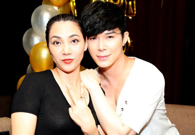 Nathan Lee hôn Lý Nhã Kỳ, Phương Mai trong tiệc sinh nhật - Ảnh minh hoạ 5