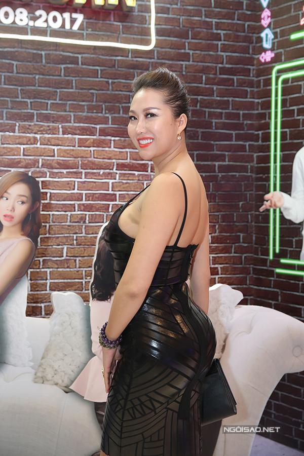 duc-phuc-hoi-ngo-dan-sao-dinh-dam-tai-buoi-ra-mat-phim-5
