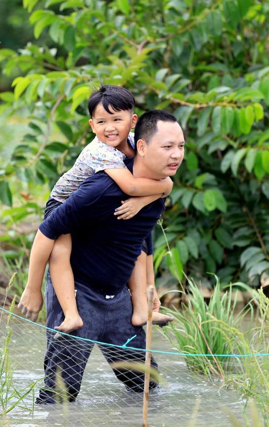 Nhạc sĩ Nguyễn Hải Phong cho con trai tham gia