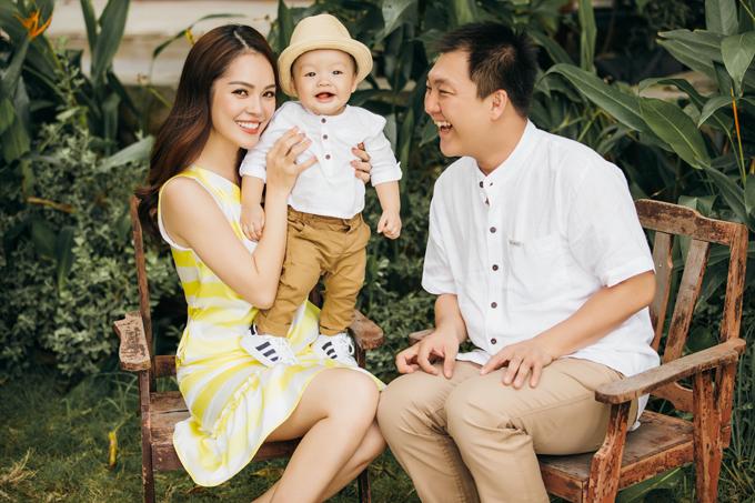 Dương Cẩm Lynh hạnh phúc viên mãn bên chồng và con trai - Ảnh minh hoạ 2