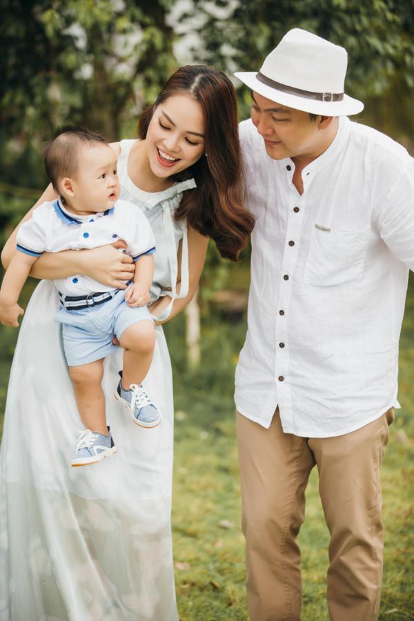 Dương Cẩm Lynh hạnh phúc viên mãn bên chồng và con trai - Ảnh minh hoạ 4